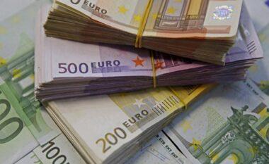 Mijëra euro të falsifikuara në shtëpi, dy të arrestuar në Vlorë