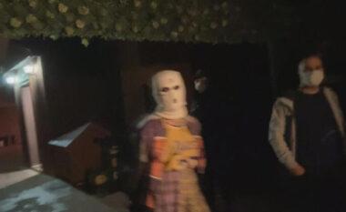 E pazakontë në Stamboll, policia gjen vajzat me minifund dhe me maska
