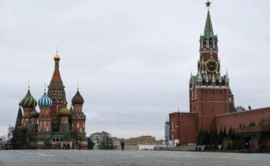Rusia publikon emrat e zyrtarëve amerikanë që nuk do t'u lejohet hyrja
