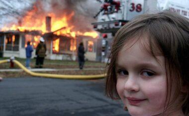Bëri namin në meme, vajza shet foton virale për një shumë marramendëse (FOTO LAJM)