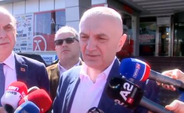Meta nga Elbasani: Kujt nuk i pëlqejnë dy gishta, unë i ngrej grushtin (VIDEO)
