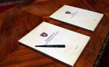 Sot 13 vjet nga miratim i Kushtetutës në Kosovë
