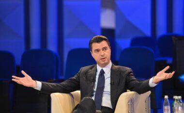 """""""Do të ulim çmimin e naftës"""", Basha prezanton aplikacionin për taksën e sheshtë"""