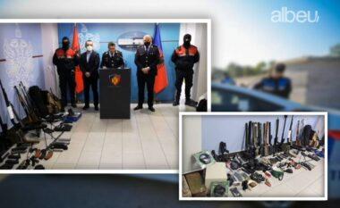 Snaiper dhe kallashnikovë, arsenali masiv i armëve që u kap nga RENEA në Tiranë