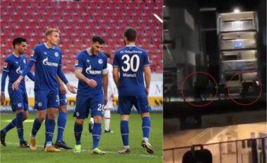 Shkodran Mustafi me shokë duke ikur nga tifozët e Schalkes (VIDEO)