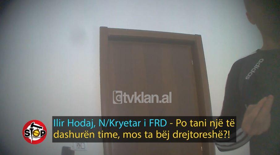 Zyrtari i kërkon të bëhet e dashura e tij, refuzon qytetarja: Mos më ngacmo me duar (VIDEO)