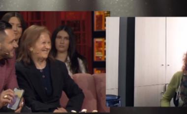 Si kurrë më parë, Bes Kallaku surprizohet nga motra dhe e ëma në një studio televizive (VIDEO)