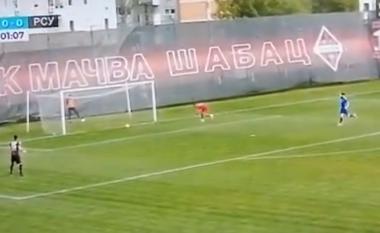 """Në Serbi e bëjnë """"baltë"""" me ndeshje të trukuara, shihni portierin në gjumë (VIDEO)"""