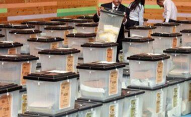 12 parti në garë dhe 5 kandidatë të pavarur: Si janë ndarë votat deri më tani