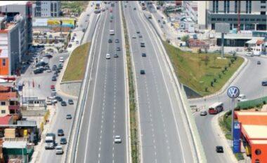 Moti i keq, shtyhet nisja e punës për riparimin e aksit Tiranë-Durrës