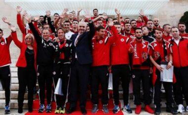 """Yjet e Kombëtares së EURO 2016 nuk janë më """"ambasadorë"""", qeveria i heq pasaportat diplomatike (FOTO LAJM)"""