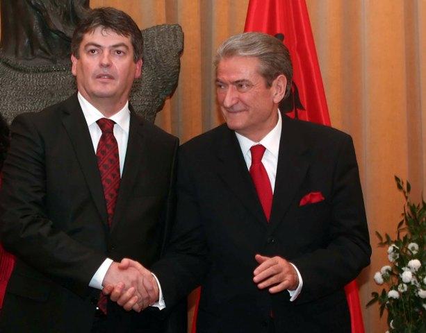 Flet Bamir Topi: Basha nuk do të kishte jetë në PD pa Sali Berishën