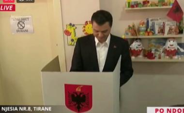Sfidon Ramën për kryeministër, voton i buzëqeshur Lulzim Basha (VIDEO)