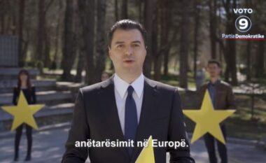 Me yje në duar, Basha publikon spotin për anëtarësimin në BE