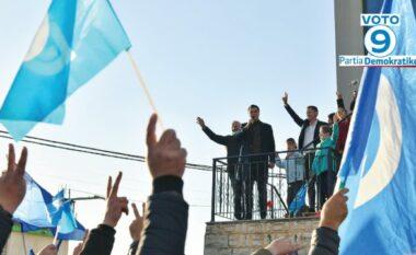 Basha pritet me brohoritje në Durrës, mban fjalim nga ballkoni: Bashkë për ndryshimin
