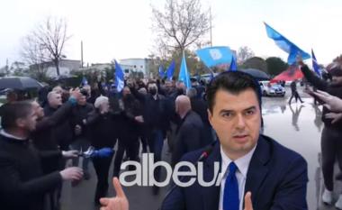 Basha nuk ndalet, dhjetra makina e flamuj blu drejt Kurbinit (VIDEO)