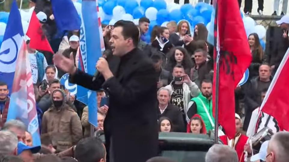 """""""Në shtëpinë e Sali Berishës"""", Basha pritet me daulle në Tropojë (VIDEO)"""