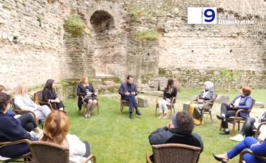 Basha me gratë sipërmarrëse në Elbasan, premton se nuk do të kenë më inspektime dhe gjoba