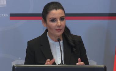 FNSH dhe ushtria zbarkojnë në Rinas, Belinda Balluku në konferencë për mediat (VIDEO)