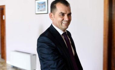 U shkarkua, ish-gjyqtari Besnik Muçi padit Kuvendin dhe zyrtarët e lartë