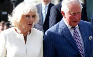 Çfarë?! Një 55-vjeçar zbulon se është djali i fshehtë i Princit Charles dhe Camilla-s