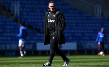Milioneri spanjoll blen klubin anglez  që drejtohet nga Rooney