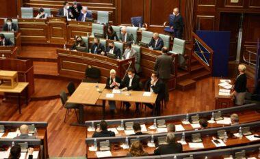 Mblidhet kuvendi, deputetët po votojnë Vjosa Osmanin presidente (VIDEO)