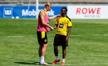 Talenti i Dortmund në telashe, Policia i bastis shtëpinë