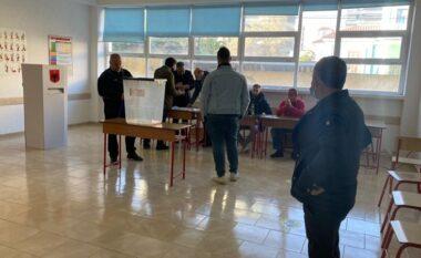 Nisin incidentet e para! Vonohet procesi i votimit në këtë qytet, tensione mes PS e LSI