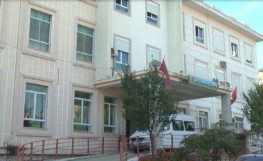 U plagos me armë të ftohta, ndërron jetë në spital 60 vjeçari në Gjirokastër