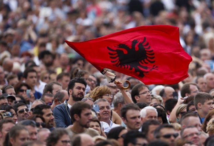 Anketë e re në Maqedoninë e Veriut, ja sa % besim kanë qytetarët te kjo Qeveri
