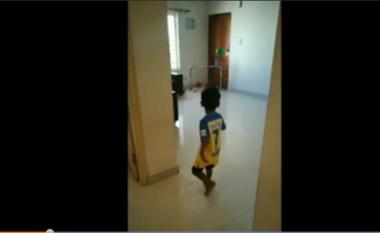 Është vetëm 3 vjeç, por është një fenomen futbolli (VIDEO)