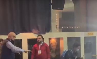 """Kreu i KZAZ-së """"i tërheq veshin"""" vëzhguesve: Turp t'ju vijë, edhe lopa nuk e bën kështu (VIDEO)"""