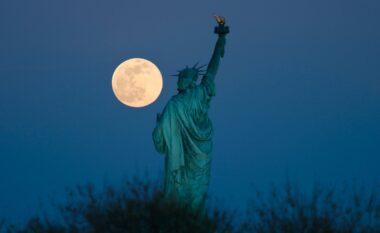 """Për ju që e humbët, ky ishte spektakli i """"hënës rozë"""" mbrëmjen e djeshme (FOTO LAJM)"""