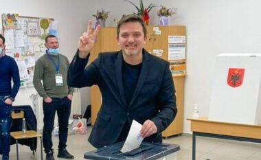 Me dy gishta lart në kutinë e votimit, Jul Deda: Votova për të ardhmen e fëmijëve të mi