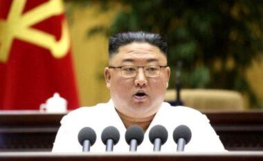 Kim Jong Un paralajmëron popullin: Do vuajmë nga uria!