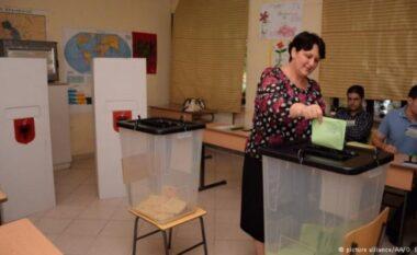 Prishet pajisja elektronike, bllokohet procesi i votimit në Tiranë