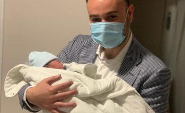 Ish-deputeti demokrat bëhet baba për herë të parë