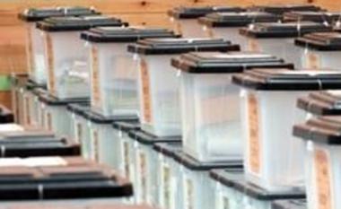 Nis transporti i kutive të votimit drejt qendrave të numërimit