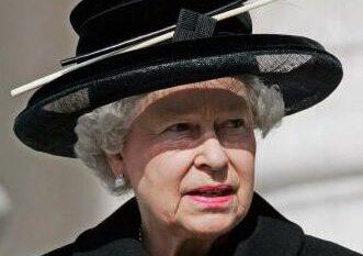 Heq zyrtarisht zinë, çfarë veshi Mbretëresha disa ditë pas vdekjes së  Princ Philip (FOTO LAJM)