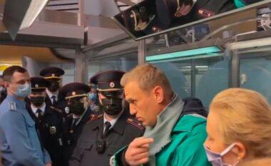 Rrezikonte jetën, Navalny heq dorë nga greva e urisë
