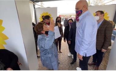 """""""Ku je o flori, ti je mbret"""", Rama butata në qendrën e vaksinimit në Elbasan: Nuk jam flori, por ashtu dukem (VIDEO)"""