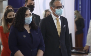 Vjosa Osmani takoi ministrin Arben Vitia: Nuk ka prioritet më të rëndësishëm se sigurimi i vaksinave