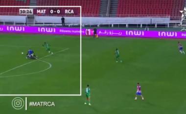 Leksione nga Maroku, si t'i falë portieri penallti absurde rivalit (VIDEO)