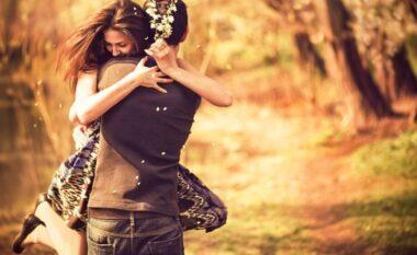 Shtatë arsye pse duhet të përqafoni patjetër dikë sot