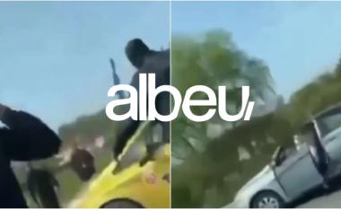 Të akuzuar për gjoba dhe drogë, momenti kur policia shkatërron grupin kriminal (VIDEO)