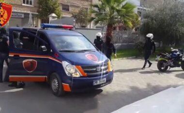 Sherr mes të rinjve në Tiranë, plagoset me thikë 16 vjeçari