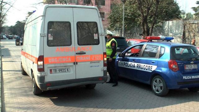 Përplasen tre mjete në Tiranë, një i lënduar