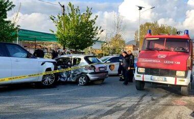 """Aksident me dy të plagosur në Lezhë, Range Roveri """"copëton"""" Peugeotin"""