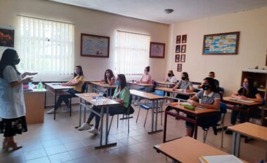 E lajmëroi Komiteti Teknik, ministrja: Ja kur do të kthehen në shkolla gjimnazistët!